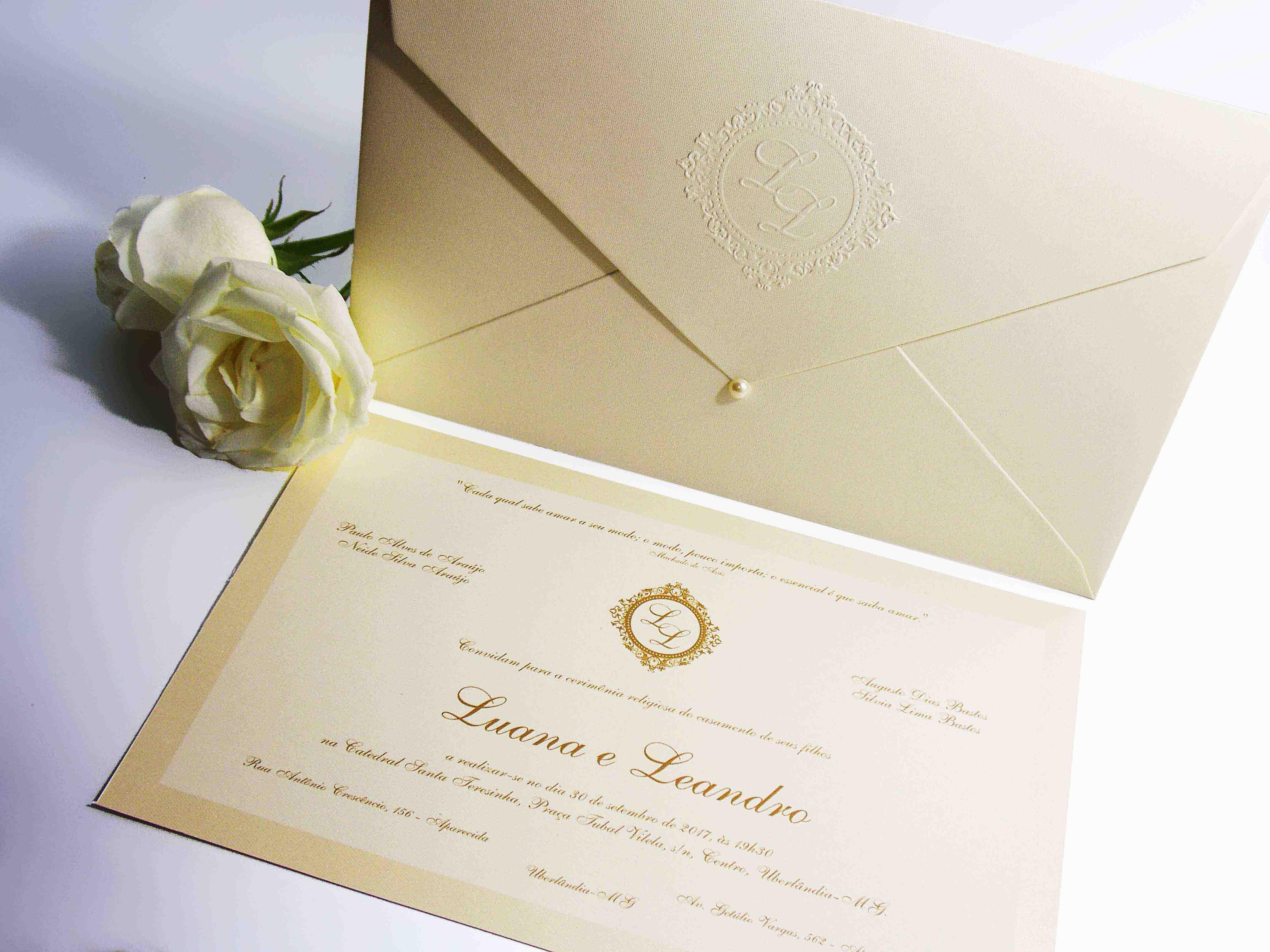 Convite de Casamento com Brasão em Relevo Seco