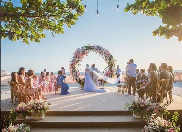 Altar com arco floral