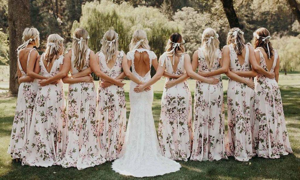 Madrinhas de casamento com vestido floral